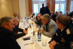 Eifrige Debatten werden mit Minister Dr. Till Backhaus geführt.