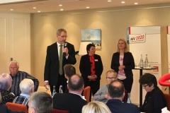 Ministerin Stefanie Drese und Ministerpräsidentin Manuela Schwesig beim Beantworten von Bürgerfragen