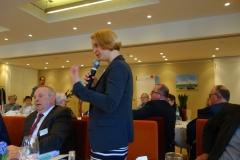 Ministerin Birgit Hesse beantwortet eine Frage.